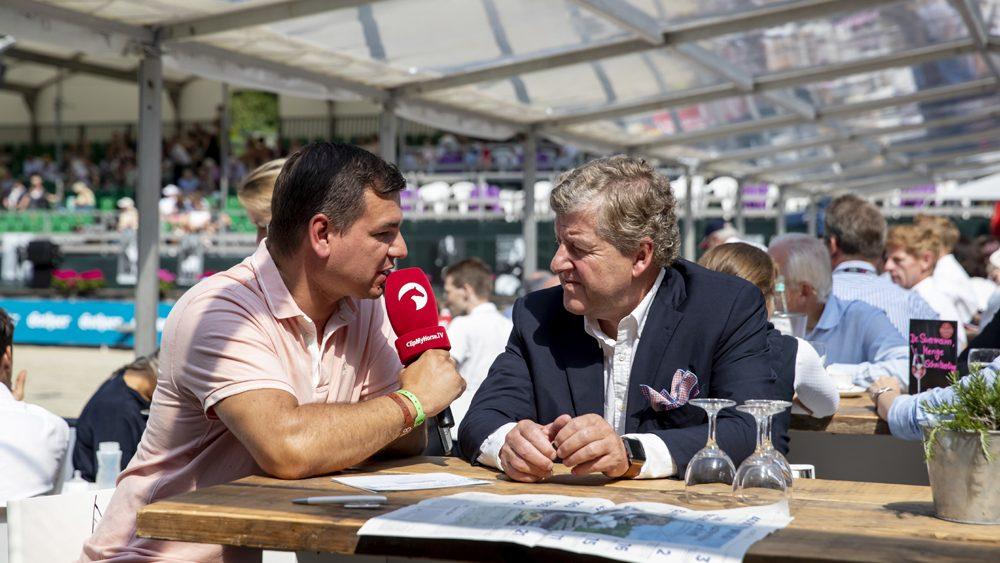 Carl Graf von Hardenberg im Gespräch mit Reporter.