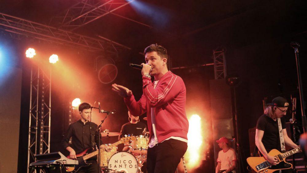 Nico Santos auf der Bühne