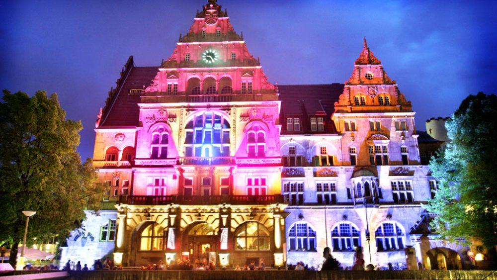 Beleuchtetes Rathaus
