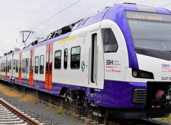 Die neuen Züge der S-Bahn Hannover zeigen sich in der Region
